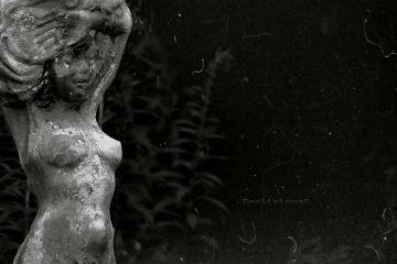 deeliriouss photography emotions mood statue