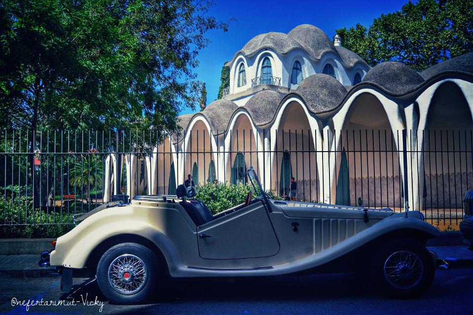 Tiempos modernos  #modernismecatala #cocheclasic #masiafreixaterrassa  #photography