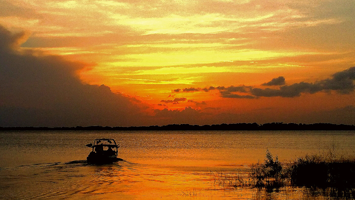 #horizon  #photography  #colorful  #sunset  #lake  #boating